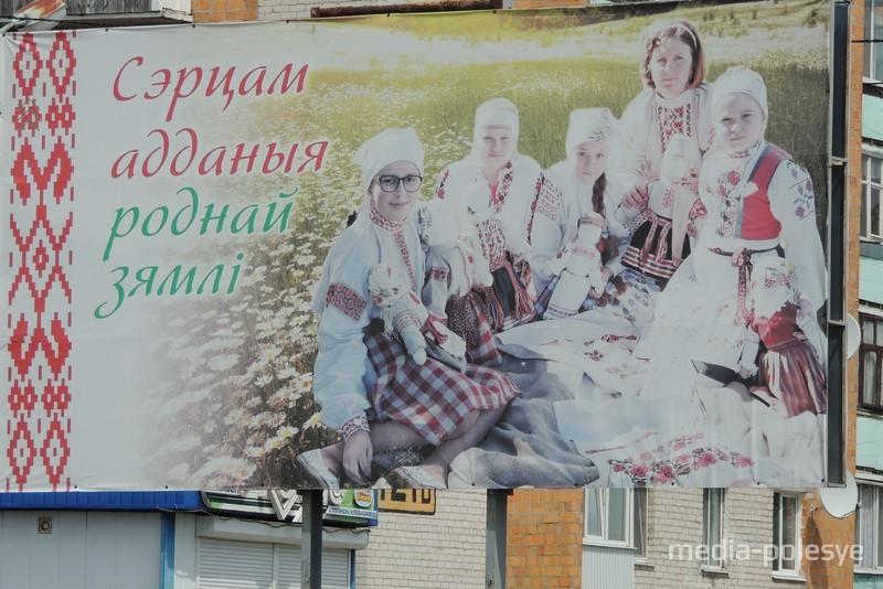 Валентина Лёгкая с воспитанниками центра