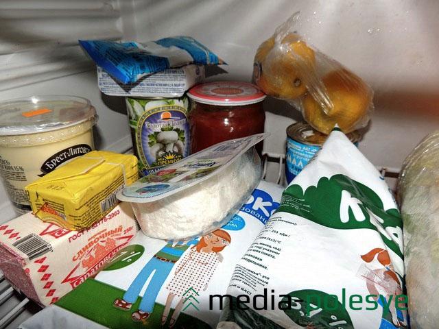 Так выглядит полка в моём холодильнике с продуктами в начале месяца. Что к концу месяца будет лежать на ней?