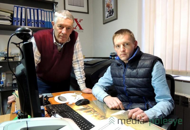 Валерий Филанович с сыном Николаем в мастерской
