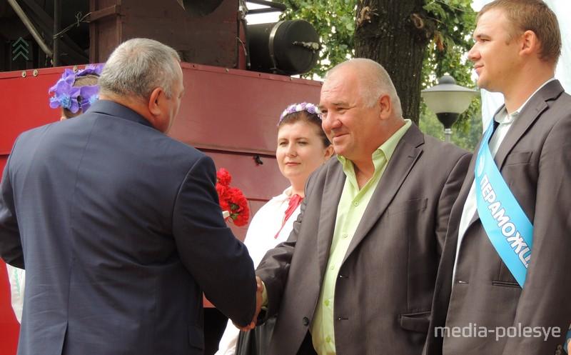 Награду получает семейный экипаж Мокиевцов из Федор