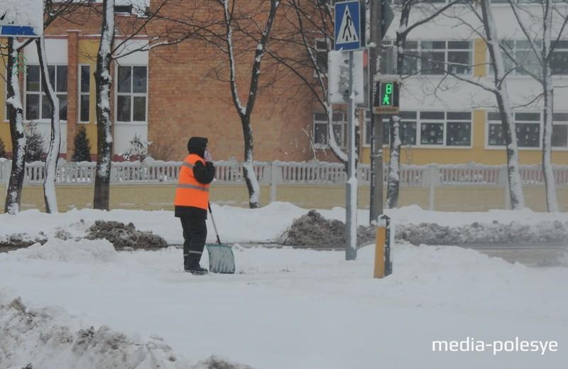 Работникам ЖКХ снег прибавил хлопот