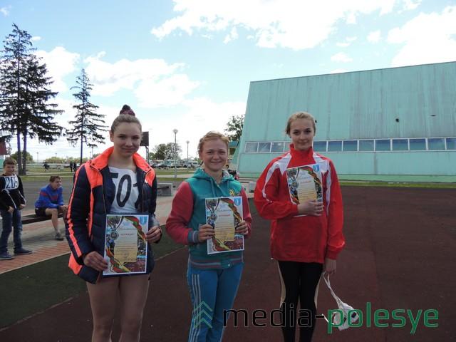 (слева направо) Анна Шабунько (2 место), Мария Конончук (3 место), Маргарита Чмуневич (1 место)