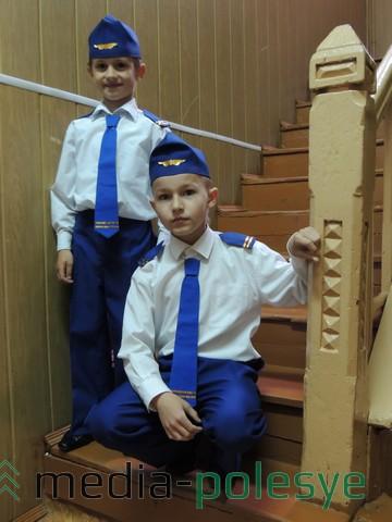 Андрей и Евгений с удовольствием поют в вокальном ансамбле «Домисолька» (рук. Н. Андрикевич)