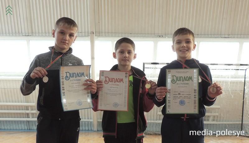 Николай Сотников, Николай Стреха и Илья Дранец из Давид-Городокской спортивной школы получили заслуженные медали