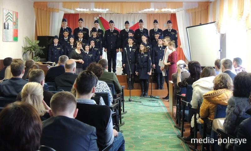 Директор СШ №2 г.Столина Алла Лозицкая поздравила ребят