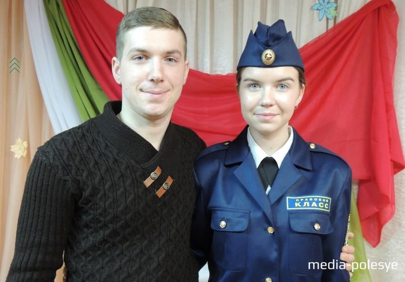 Брат Елизаветы Артём, выпускник СШ №2 г.Столина, тоже учился в правовом классе. После окончания Военной академии Республики Беларусь  Артём стал офицером. В свой выходной он пришёл в школу поздравить сестру