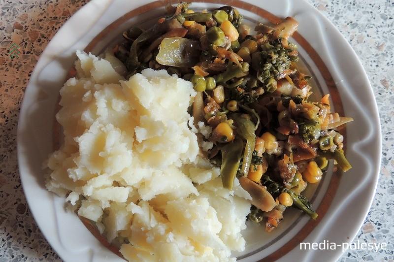 Картофельное пюре с тушеными овощами