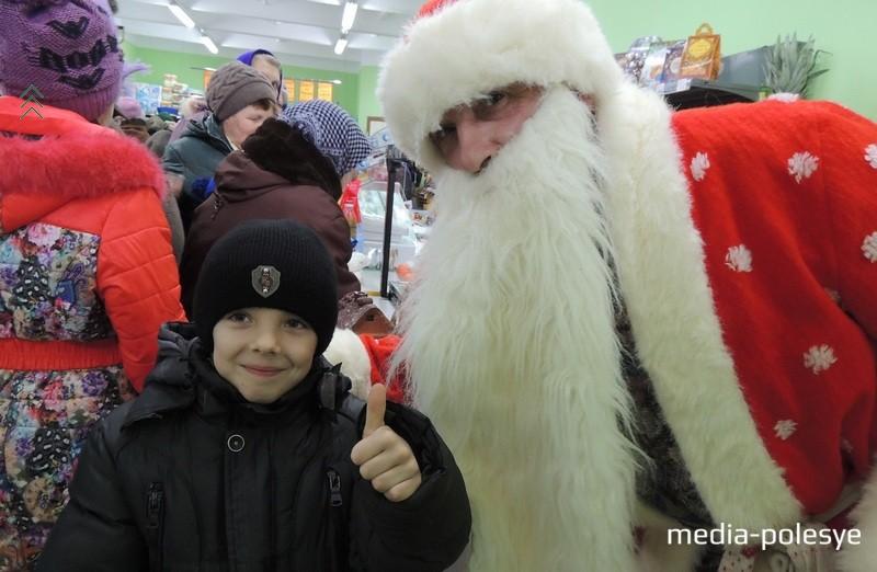 Сфотографироваться с Дедушкой Морозом и получить подарок мог каждый