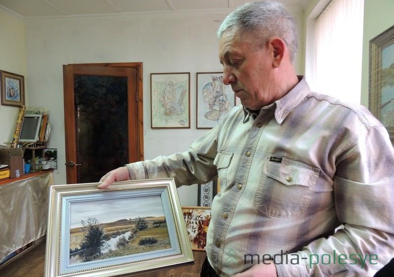 Свои картины Валерий Филанович украшает рамами, которые изготавливают на их семейном предприятии