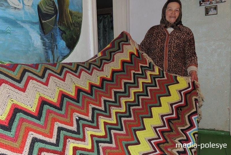 Светлана Ивановна всё приданое готовила сама. Вязание, вышивка, выбивание ковров – не полный перечень того, что умеет рукодельница