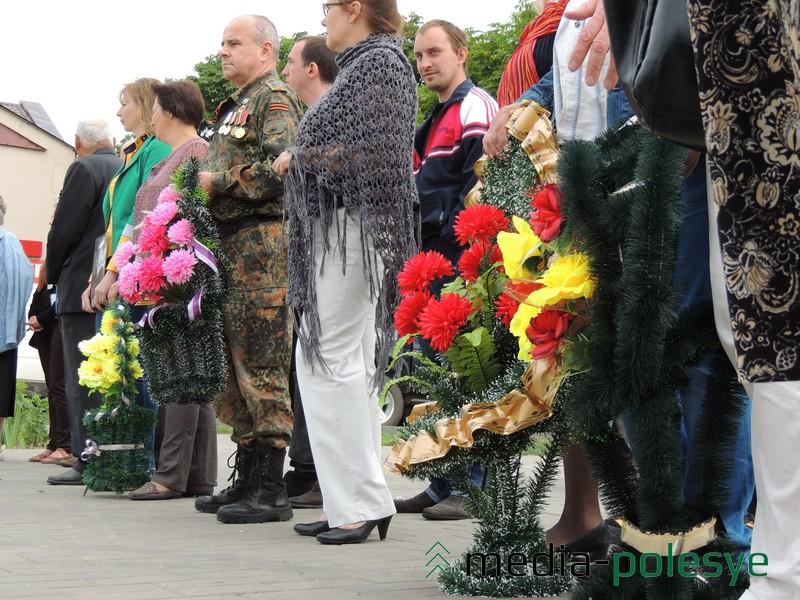 В день приезда родной сестры погибшего моряка в Ольшанах прошёл митинг