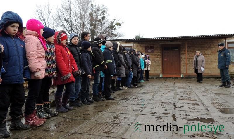 Во Всемирный День гражданской обороны в школах Столинщины прошли учения. Отработка эвакуации в Колоднянской базовой школе