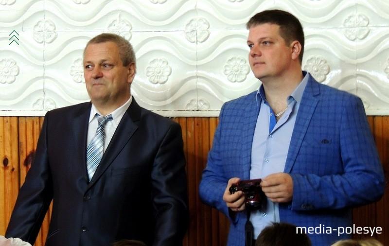 Муж Владимир и сын Павел внимательно следили за всем, что происходило на сцене