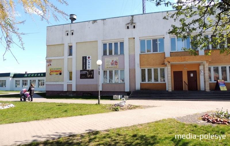 Отделение находится в этом здании на площади 17 Сентября, д.3 (здание бани)