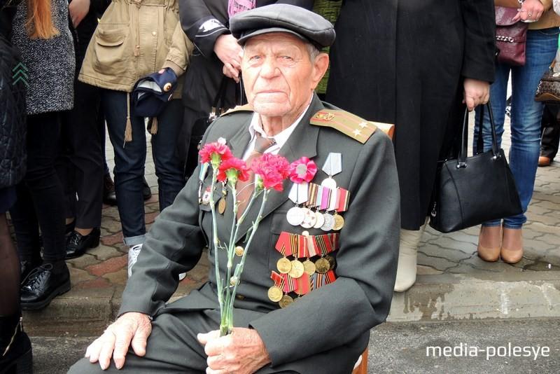Ветеран Великой Отечественной войны Данила Кириллович Валейчик в свои 90 лет вместе со всеми празднует День Победы