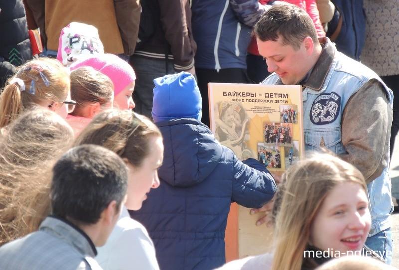 Байкеры организовали сбор денег для воспитанников социального приюта в Речице