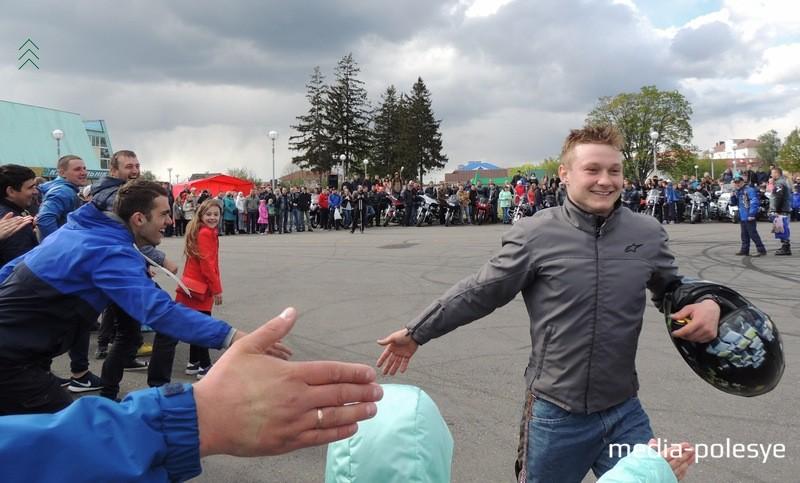 Дмитрий приветствовал всех зрителей