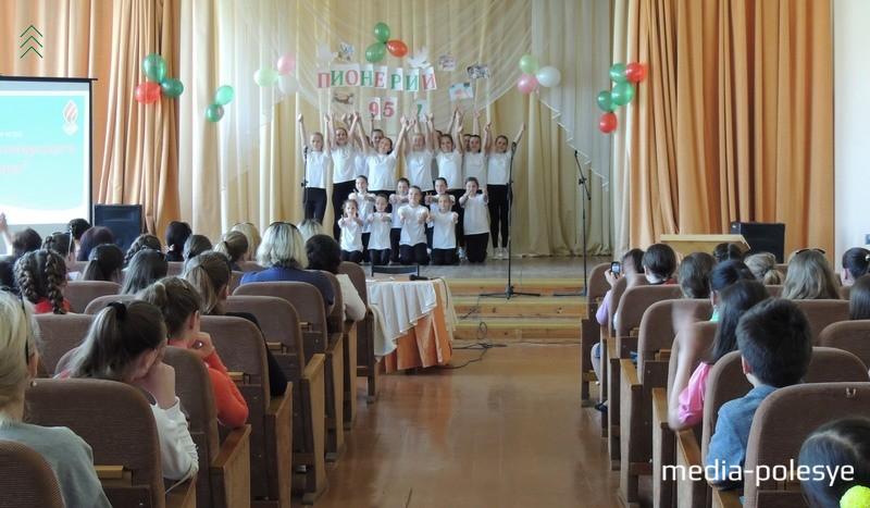 леш-моб от танцевального коллектива «Карамель»