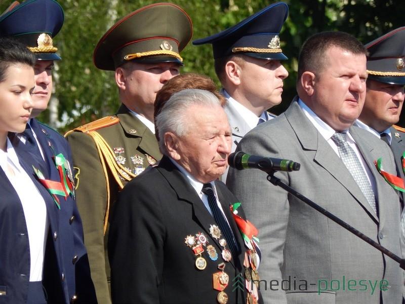 «Война длилась 4 года. Была тяжёлой и суровой. Почти три десятка миллионов советских людей погибло в войне. Все сражались до последнего патрона»