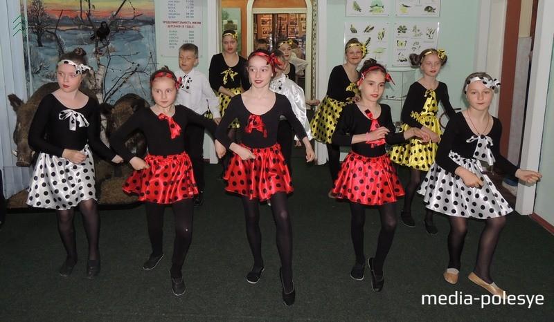 Свае танцы дораць выхаванцы танцавальных гурткоў Столінскага ГДК