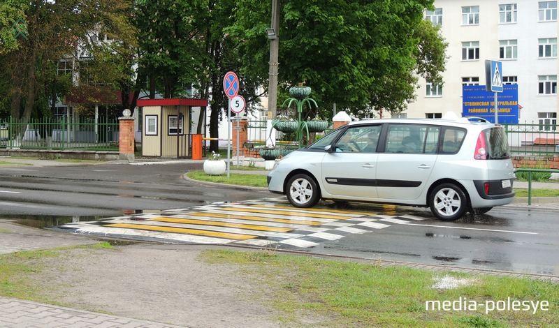 Искусственная неровность, совмещённая с пешеходным переходом, по улице Дзержинского