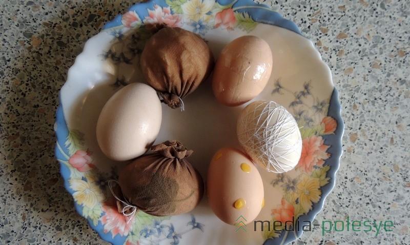 Способов окраски яиц с узорами немало