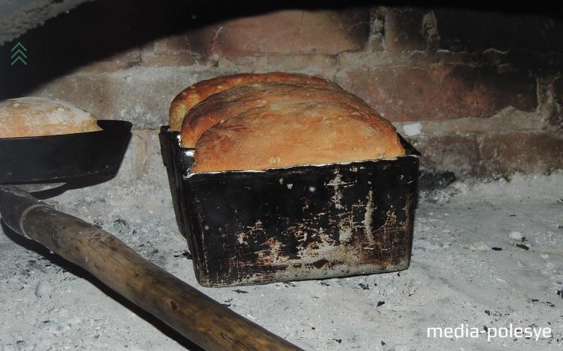 Хлеб в печи готов