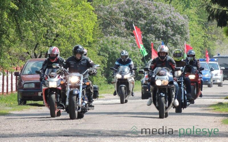Впереди колонны ехали байкеры из мотосообщества «IRON SAMURAI» FG