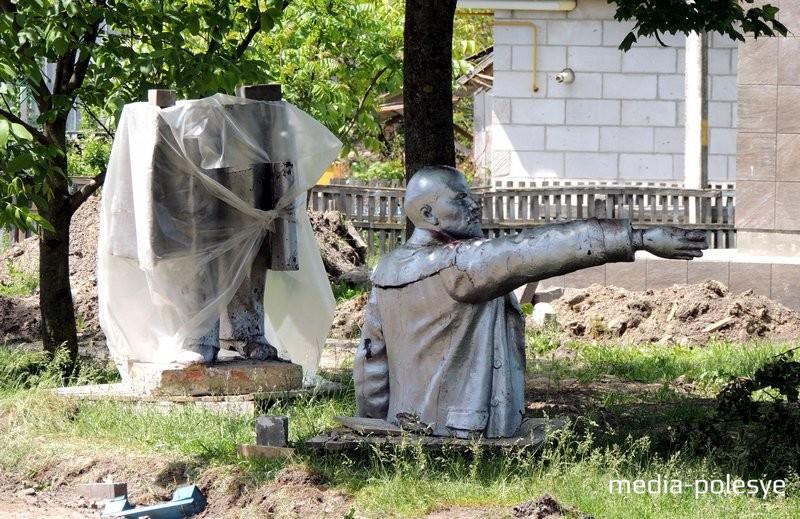 Памятник Ленину до реставрации