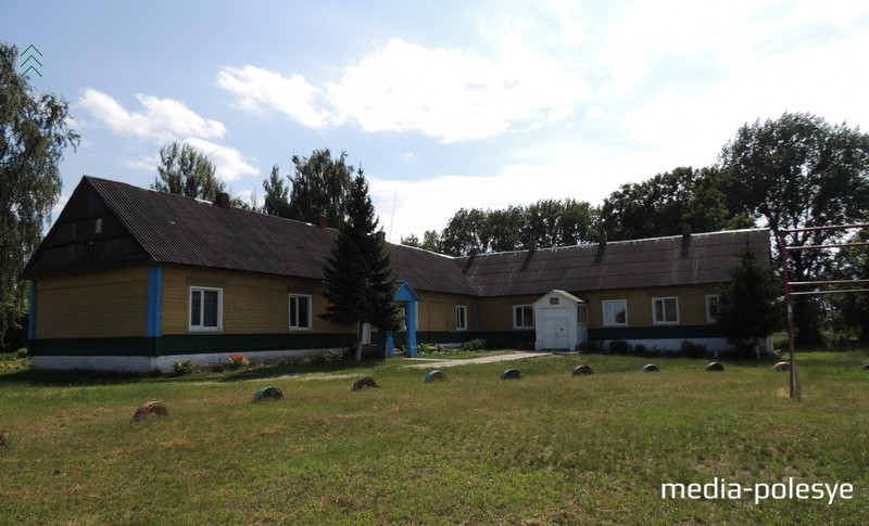 Здание школы в Ольпене