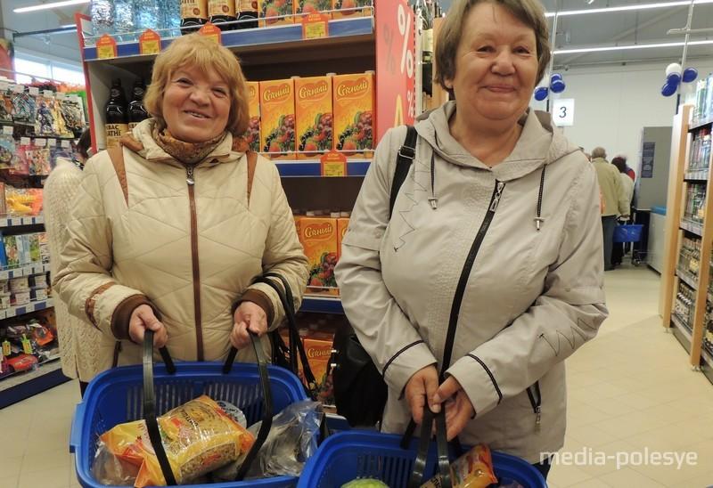 Подруги Нина и Софья намерены покупать в «Санте» мясные, молочные продукты и крупы