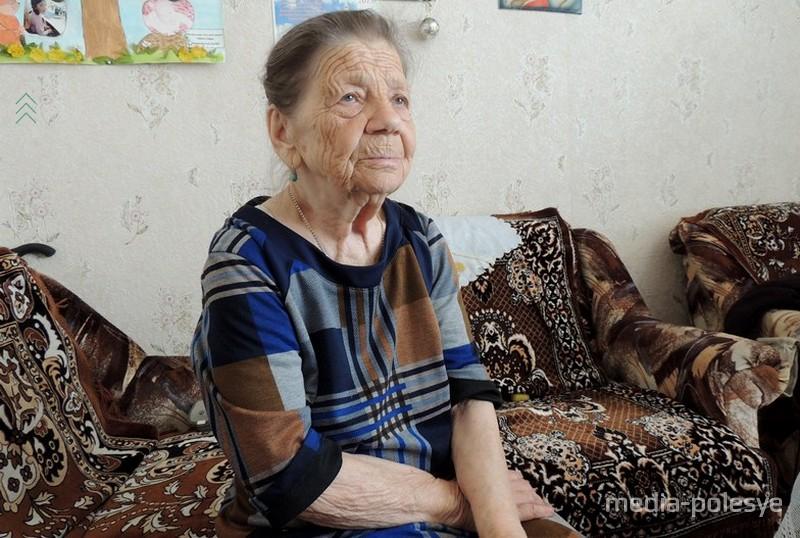 В свои 90 лет Любовь Васильевна отчётливо помнит все давние события