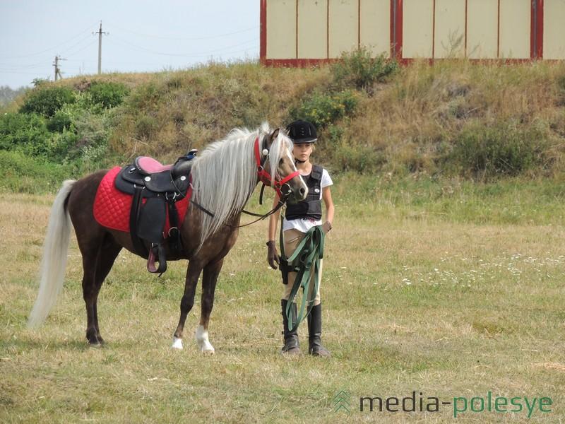 Конная полиция на пони следила за порядком на фестивале