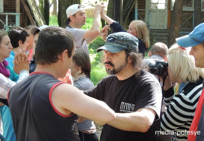 С ребятами работают режиссёры особых театров. Фото из архива Медиа-Полесья