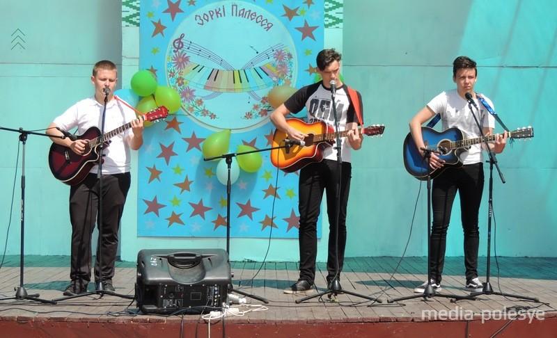 Выступае вакальная група «ТриА» з СШ №2 г.Століна