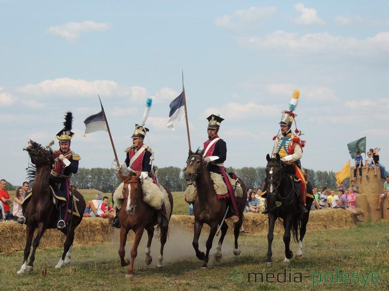 Лошади участников конно-исторического «Клуба», да и их всадники,  покорили зрителей