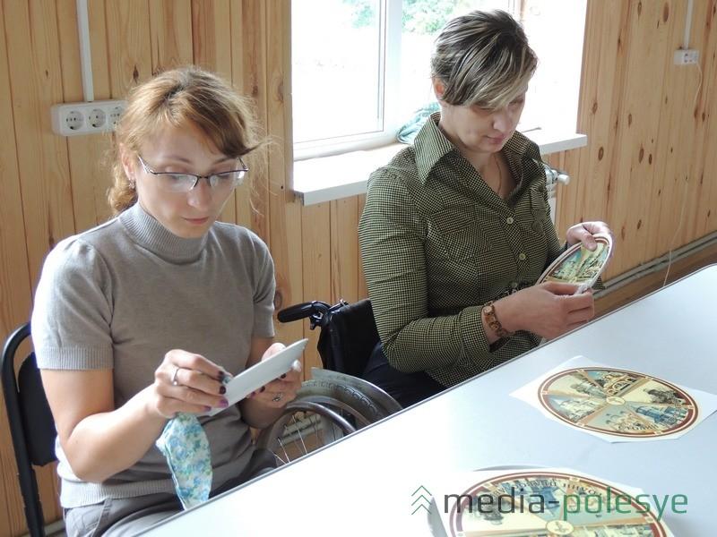 Наталья Невдах и Ольга Бут-Гусаим рады и общению в коллективе, и приобретению новых навыков работы