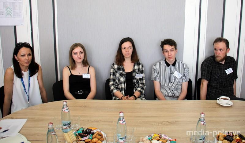 Участники экскурсии в конференц-зале завода «Белинвестторг-Сплав»