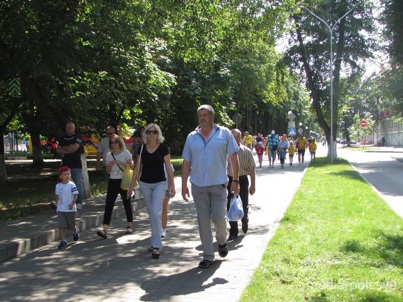 Пинчане идут в парк