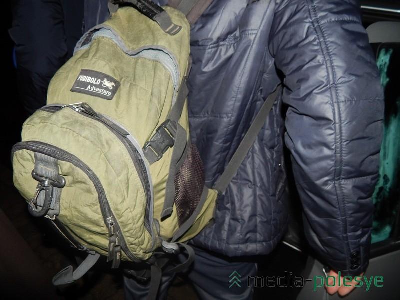 Все необходимые принадлежности уместились в обычный рюкзак