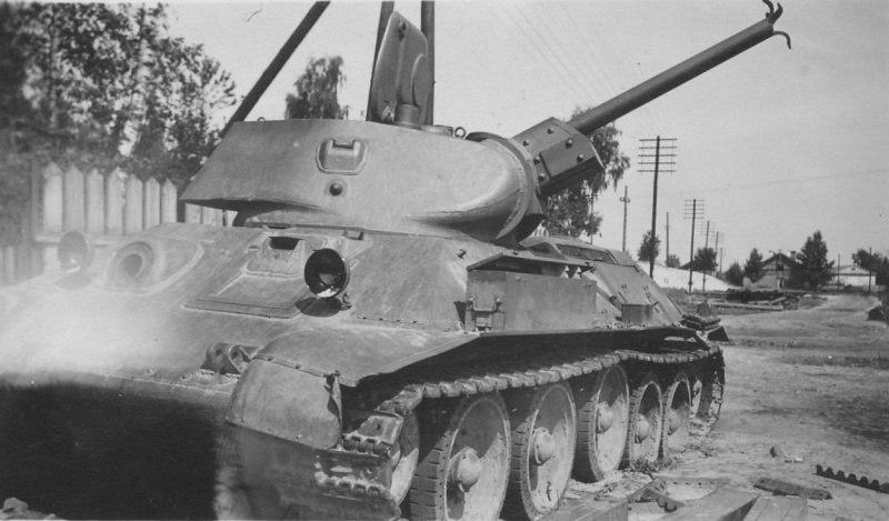 Савецкі танк, пакінуты ў Лунінцы пры адступленні ў пачатку вайны