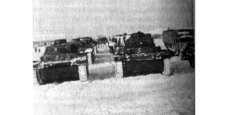 Нямецкія танкі на ўскраіне Лунінца, 1942 год
