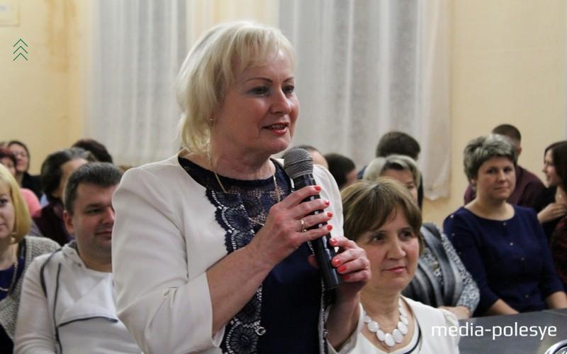 Слова благодарности родной школе выражает Ева Александровна Лукашевич (Панасюк), которая окончила школу 40 лет назад