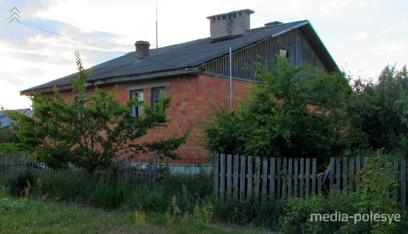 Хочется верить, что, благодаря общим усилиям властей и жителей деревни, в начале сентября это здание мы не узнаем. В хорошем смысле слова