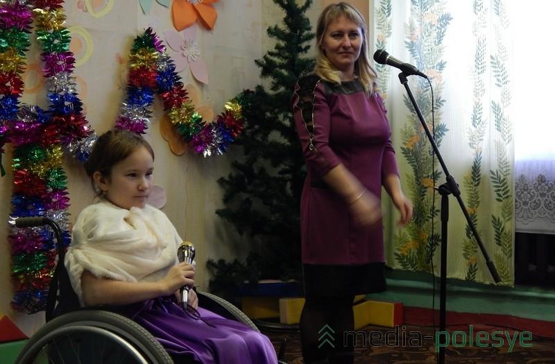 Юля Брезина поёт с мамой