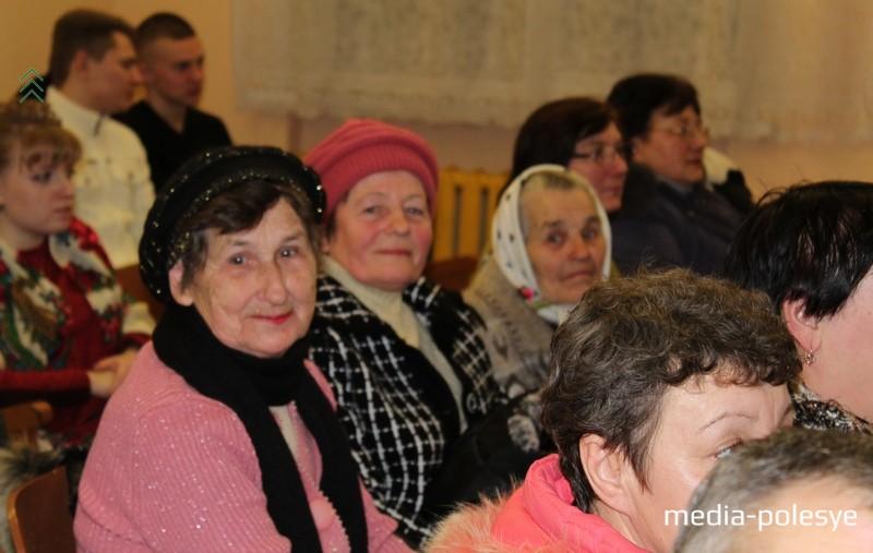 Среди гостей – учителя, которые уже на заслуженном отдыхе: Любовь Ивановна Кныревич и Лидия Павловна Берёзко