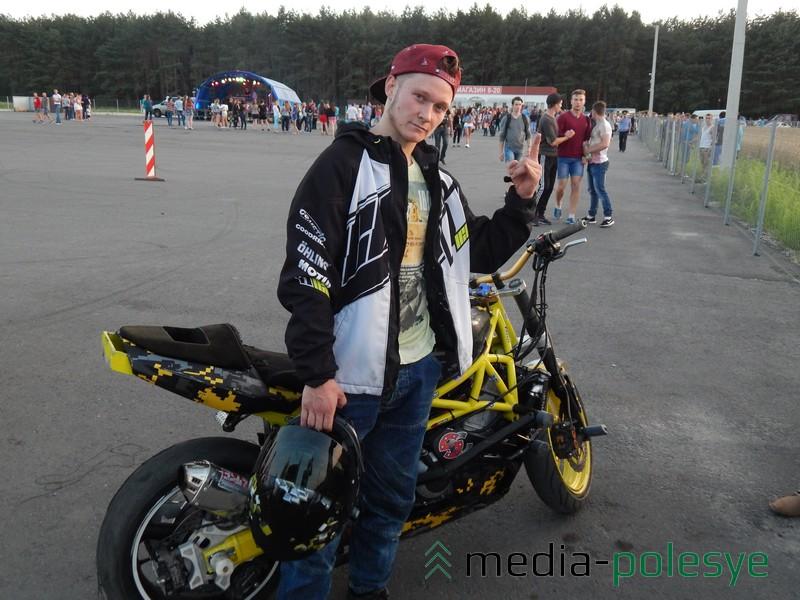 Дмитрий Труханович из Озерницы на своём мотоцикле выступал два месяца назад в Питере, где занял третье место в СНГ