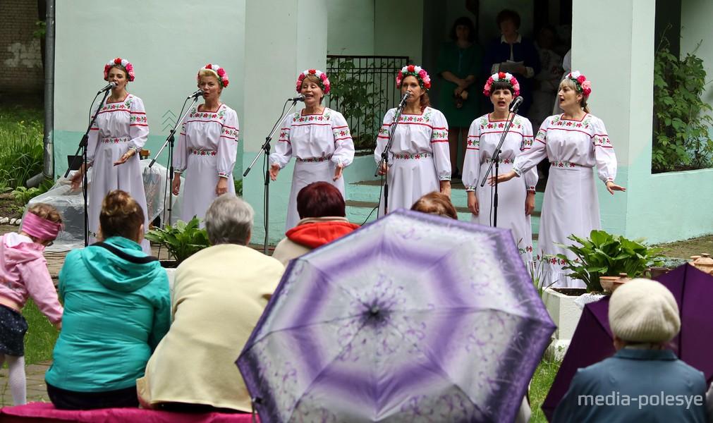 Народный клуб любителей песни «Ярок»