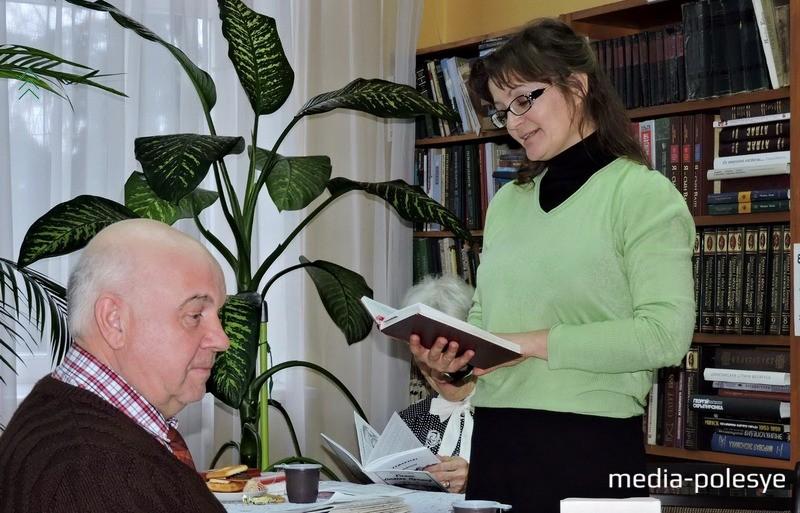 Продолжила тему любви и Галина Абрамчук. Она впервые представила на суд свои строки