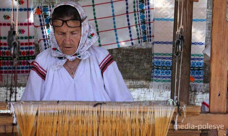 Старая ткачиха
